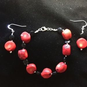 Bracelet/earring set chunky red coral, black onyx